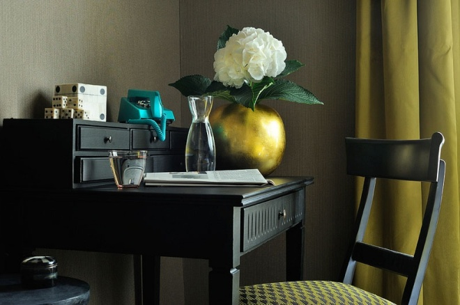 Home Office Dreaming on a Snowy Day | hoteldupantheon.com | design-vox.com