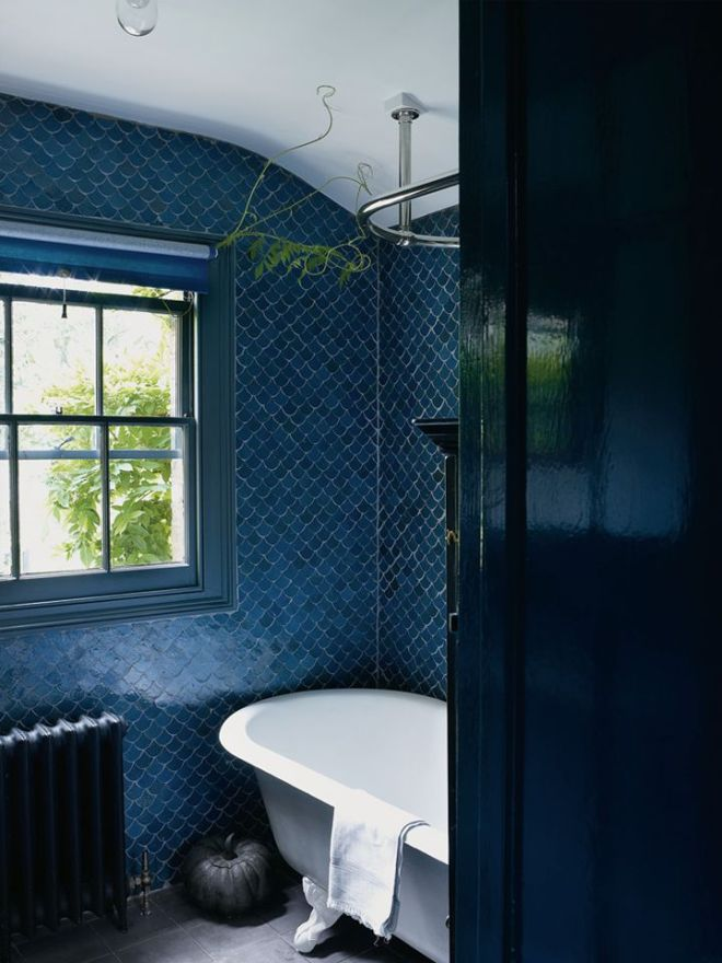 Weekend Mode with Dark and Cozy Bathrooms | fayetoogood.com | design-vox.com